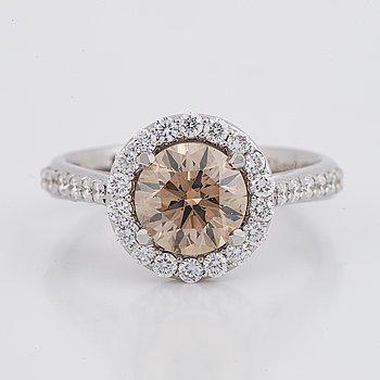 Ring, med briljantslipade diamanter, med IGI certifikat.