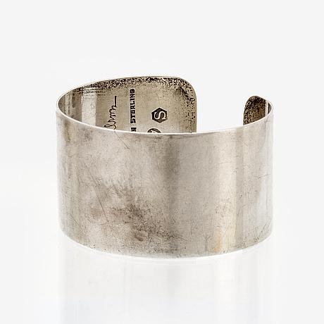 Wiwen nilsson bangle sterling silver, approx 16 x 3 cm, lund 1958.