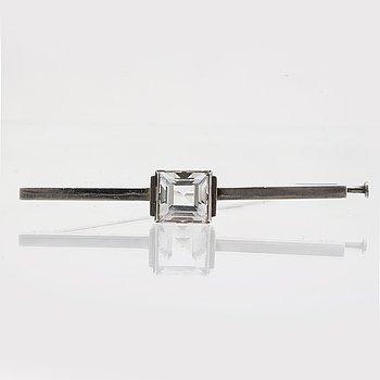 Wiwen Nilsson brosch, sterling silver med bergkristall, Lund 1944, längd ca 6,5 cm, original etui.