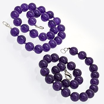2 neckalces amethyst beads approx 14 mm and smaller glass beads, length approx 45 and 48 cm, clasp in metal.
