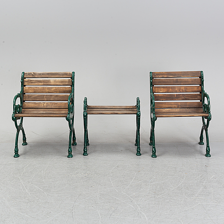 A five piece byarum suite of garden furniture, late 20th century.