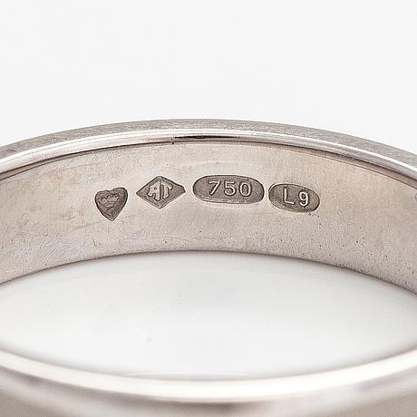 An 18k white gold ring. a tillander, helsinki 2012.