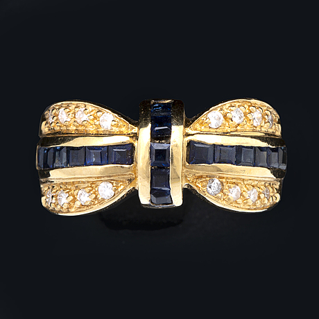 Ring 18k gold with sapphires and brilliant-cut diamonds approx 0,20 ct in total.