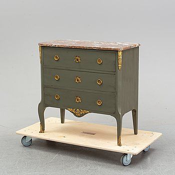 A Gustavian style chest of drawers from Nordiska Kompaniet. Middle/second half of the 20th century.