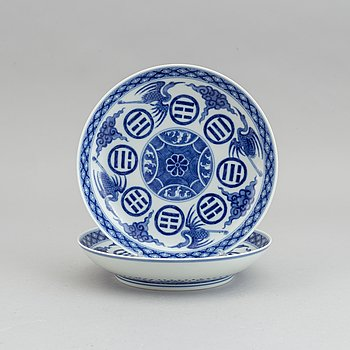 A pair of blue and white dishes, China, 20th Century.