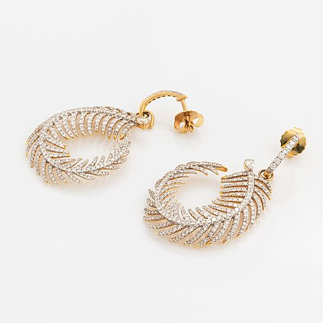 A pair of ebba brahe feather earrings.