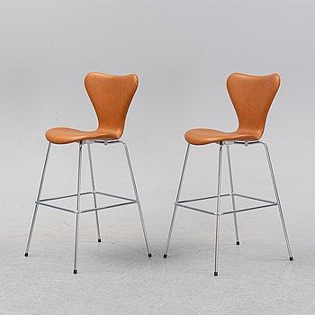 A pair of bar stools, 'Sjuan/3197' designed by Arne Jacobsen for Fritz Hansen, 21st century.