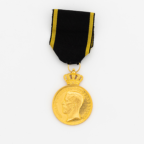 18k gold medal.