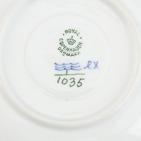 Royal copenhagen, a porcelaine part coffee service, 'musselmalet'. (21 pieces).