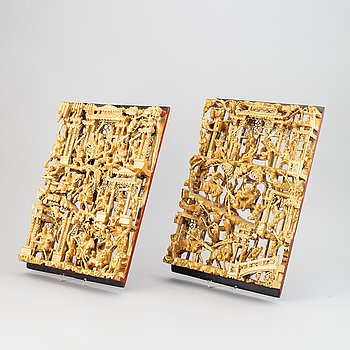 A pair of Chinese lacquered and gilt relief, 20th century.