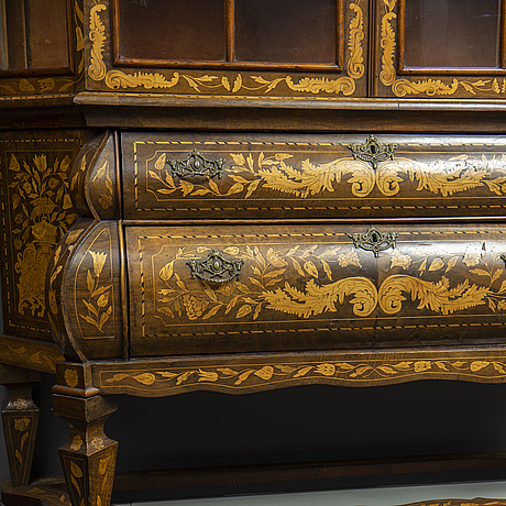 A dutch display cabinet, 18th century.