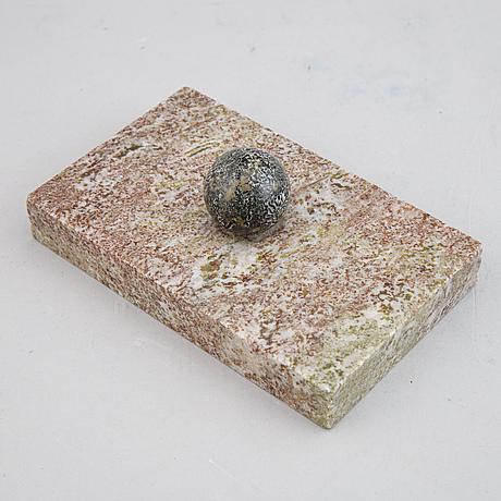 Brevpressar 3 st, porfyr och marmor.