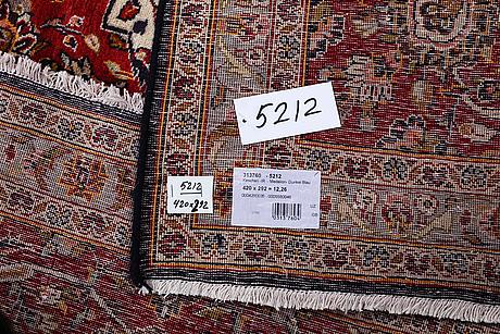 A carpet, kashan, ca 420 x 292 cm.