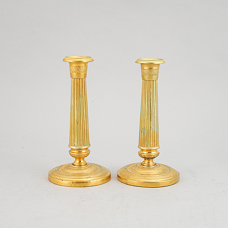 Ljusstakar, ett par, förgylld mässing, empire, 1800-talets första hälft.