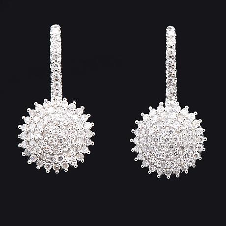 Earrings 14k whitegold single-cut diamonds 0,33 ct in total, hook fittings, height approx 15 mm.