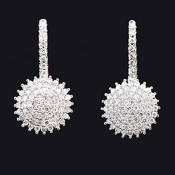 Örhängen 14K vitguld med diamanter 8/8 0,33 ct totalt. kroksystem, höjd ca 15 mm.