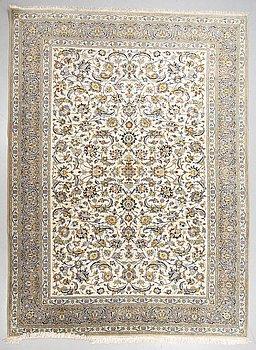 A carpet, Kashan, ca 373 x 275 cm.