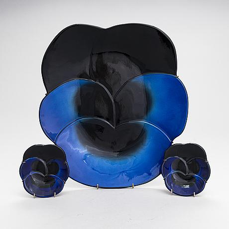 Birger kaipiainen, a set of three decorative ceramic plates, marked viola 1967, arabia finland kaipiainen invenit.