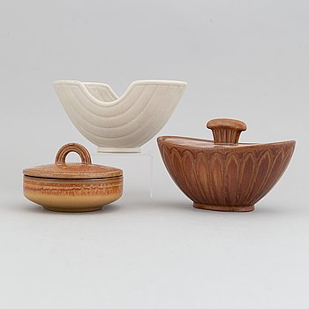 Gunnar Nylund, a set of two stoneware lidded bowls and a bowl, Rörstrand 1940's.