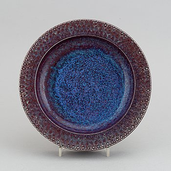 Stig Lindberg, a stoneware dish, Gustavsbergs studio, Sweden 1974.
