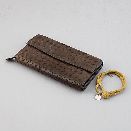 Bottega verneta, intrecciato leather wallet and bracelet.