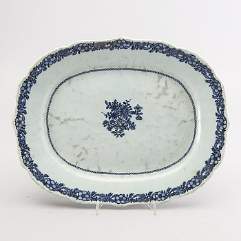 A Chinese around 1800 blue and white serving dish.