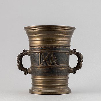 A brass baroque mortar and pestle, 18th century.