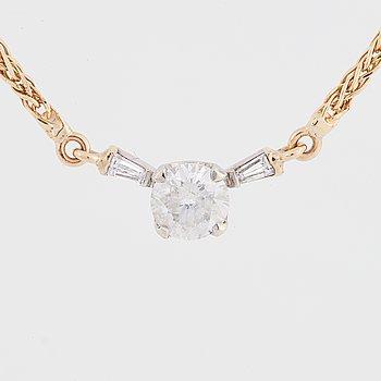 Collier med briljantslipad diamant.