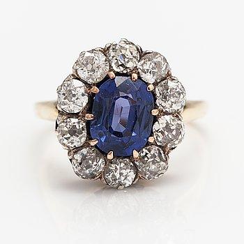 Ring, 18K guld, safir, gammalslipade diamanter ca 1.50 ct tot.