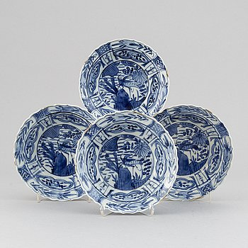 A set of ofur blue and white japanses dishes, made after kraak porcelain, circa 1900.