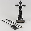 A fireplace stand with tools and a low fireguard, painted metal, 20th century.