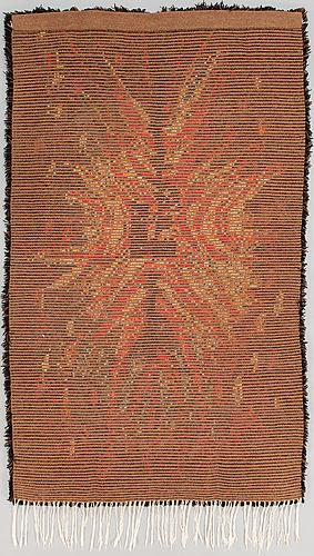 "Satu peura, rya, ""tulikukka"" (eldblomma), ylle, 172 x 101 cm."