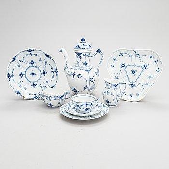 """Royal Copenhagen, kahviastiasto, 28 kpl, posliini, """"Blue Fluted/Musselmalet"""", Tanska."""