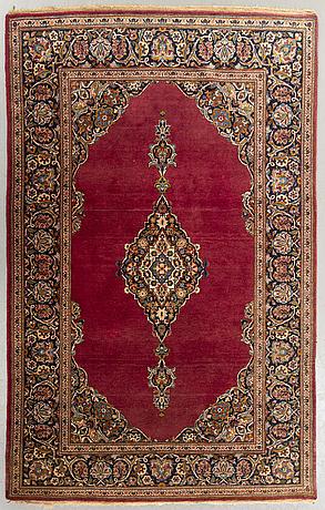 A semiantique kashan carpet ca 213x134 cm.
