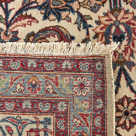 A semiantique kashan carpet ca 335 x 227 cm.