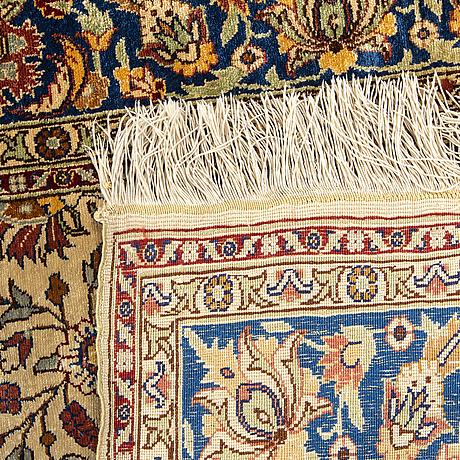 A semiantique silk hereke ca 272 x 95 cm.