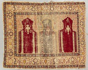 An antique Antatolian carpet ca 156 x 125 cm.