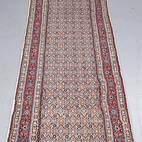 Gallerimatta moud, ca 246 x 77 cm.