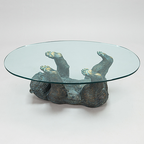 A late 20th century coffee table.