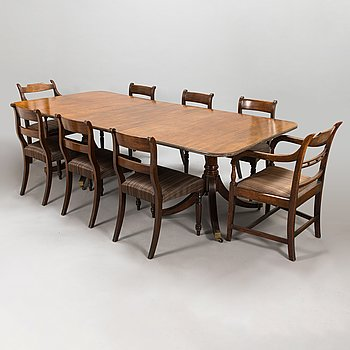 Dining table and 8 chairs, mahogany, horsehair fabric, England, first half of the 20th century.