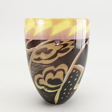 Eva englund, a signed glass vase, orrefors ea 1-88.