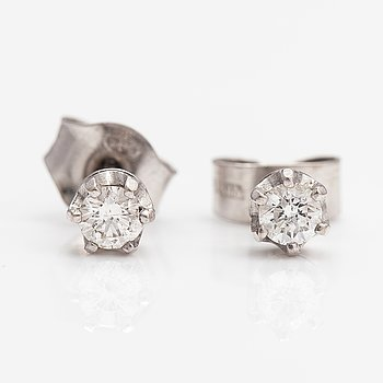 A pair of 14K white gold earrings with diamonds ca. 0.20 ct in total.