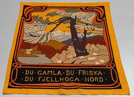Väggtextil, ca 135,5 x 103,5-104,5 cm, nationalromantiskt motiv, omkring 1900.