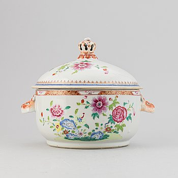 A Chinese famille rose tureen with cover, Qing dynasty, Qianlong (1736-95).