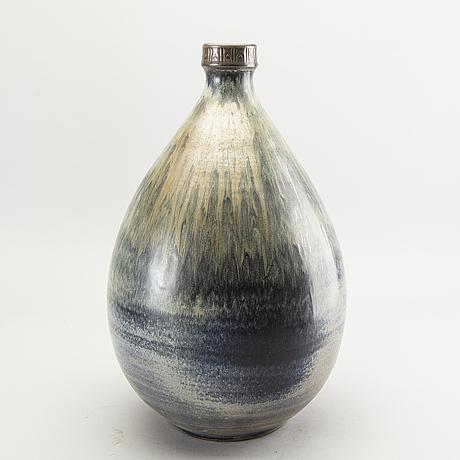 A ceramic floor vase by arthur andersson for vallåkra, sweden.