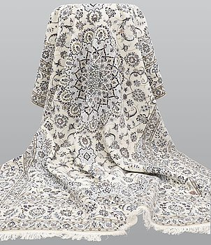 Matta, Nain part silk s.k 6 LAA, ca 363 x 254 cm.