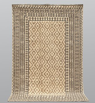 A carpet, kilim, ca 299 x 198 cm.