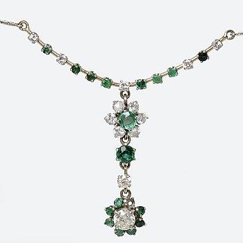 Necklace 18K whitegold, emeralds, 1 old-cut diamond approx 0,85 ct approx  K/SI, brilliant-cut diamonds apprx 1ct.