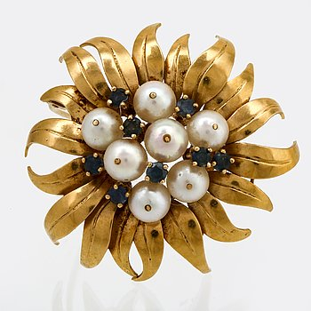 Brooch 18K gold with cultured Pearls apprx 7 mm and sapphires, width approx 4,5 cm, Sengels Guldsmedja Stockholm 1973.