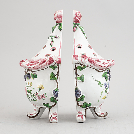 A pair of faiance vases, 20th century.